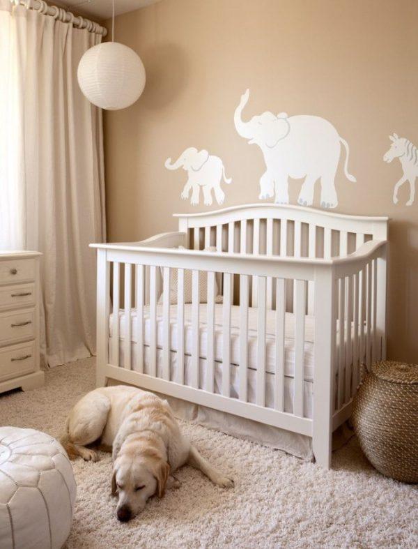 персиковые шторы в детской для новорождённого