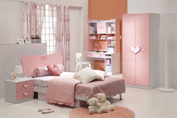 шторы в интерьере розовой детской комнате