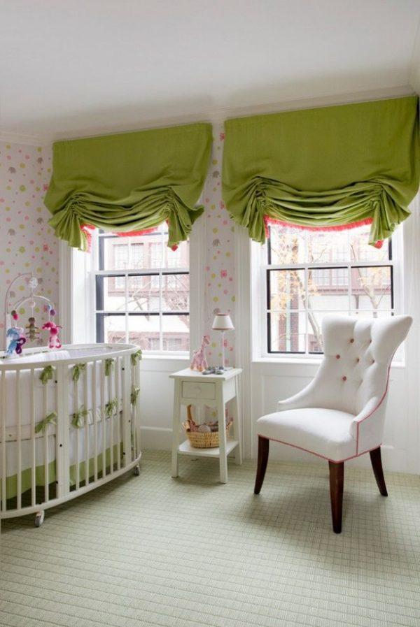 зелёные шторы в детской комнате младенца