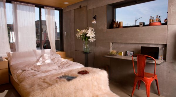 откидной стол в спальне