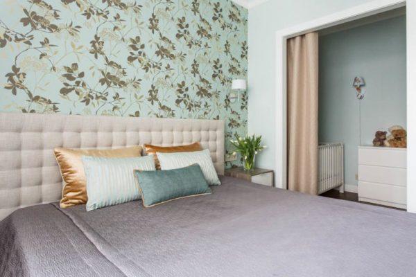 ниша с кроваткой во взрослой спальне