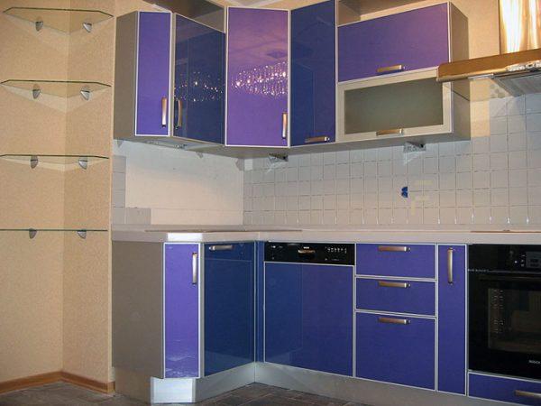 кухня угловая фасады Лакобель