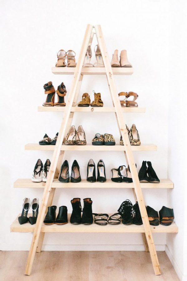 лестница в качестве обувницы