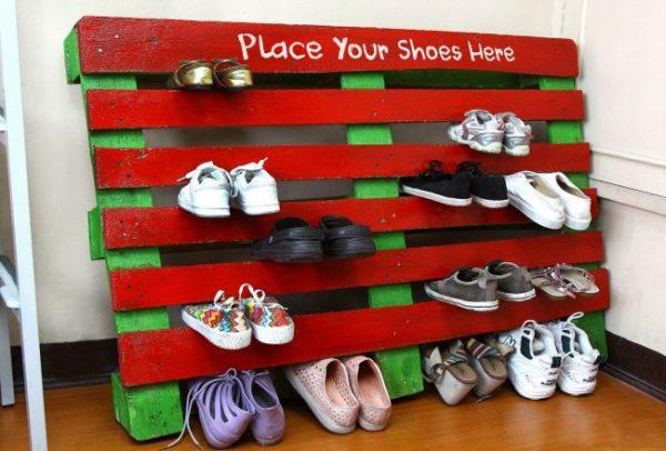 поддон в качестве обувной полки