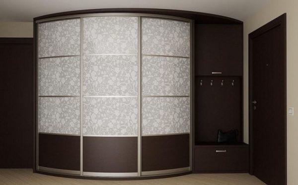 радиусный шкаф купе в коридоре
