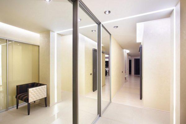 Foto-3-Interer-dlinnoj-prihozhej-ot-bjuro-dizajna-i-arhitektury-New-Interior