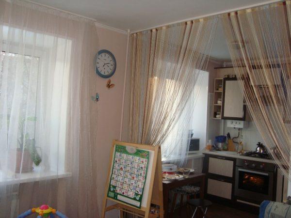 Foto-31-Zonirujushhie-prostranstvo-nitjanye-dekorativnye-shtory