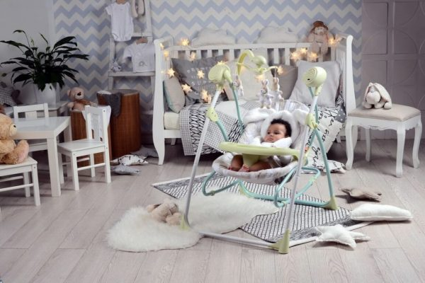 detskoe-kreslo-kachalka-16-1024x683