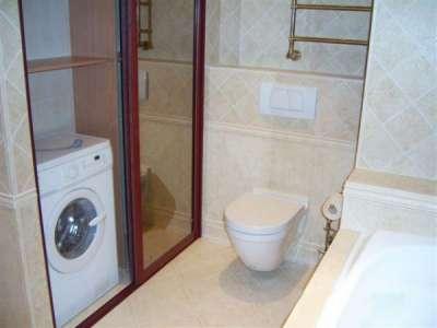 Встроенный шкаф в ванной – лучшая система хранения для маленькой комнаты