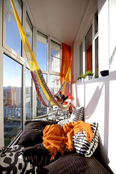 Узкий балкон — советы как визуально расширить пространство + фото