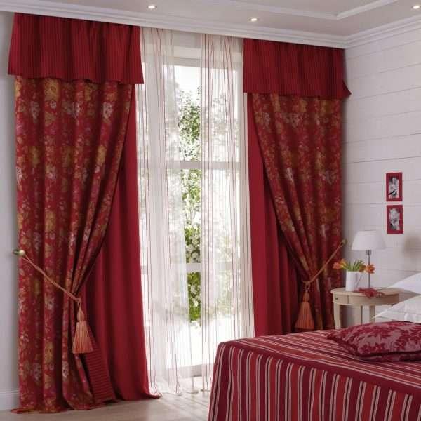 Для низких потолков выбираем шторы с небольшим ламбрекеном