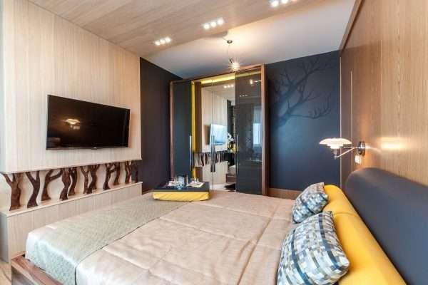 Спальня, отделка деревом