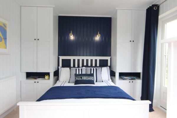 Основной набор мебели для маленькой спальни