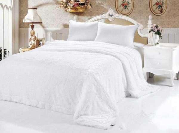 Роскошное белое покрывало из меха