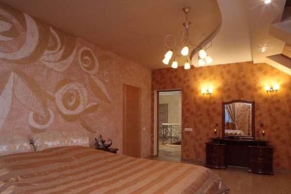 Вариант отделки стен в спальне