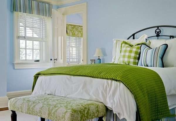 Сочетание голубого и зеленого цвета в интерьере спальни