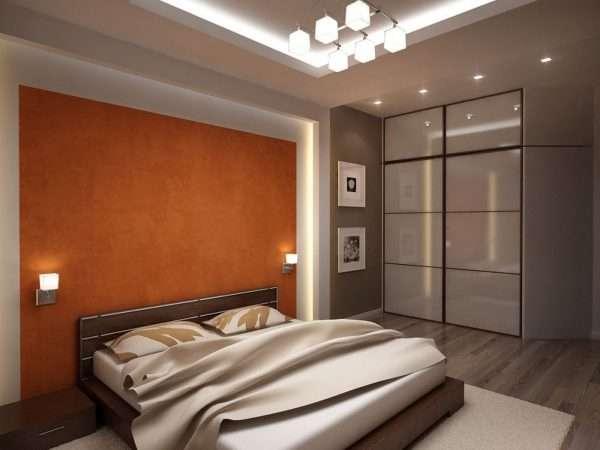 Яркие обои на одной стене в дизайне спальни
