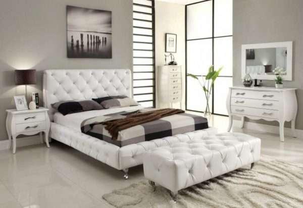 Интерьер спальни с белой мебелью