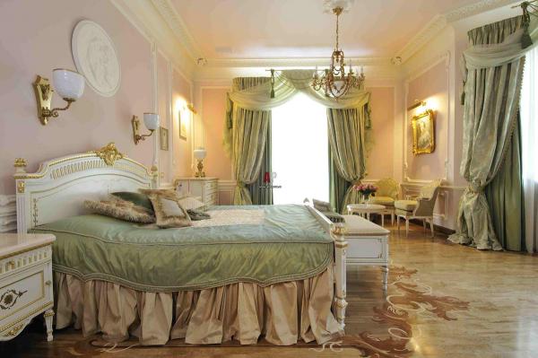 Паркет для пола в спальне в классическом стиле