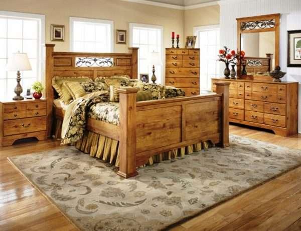 Деревянная мебель для спальни на даче