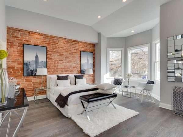 Спальня в стиле неоклассики с лофтовыми мотивами