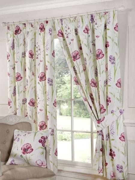 Цветочная тема в текстиле в спальне в стиле прованс