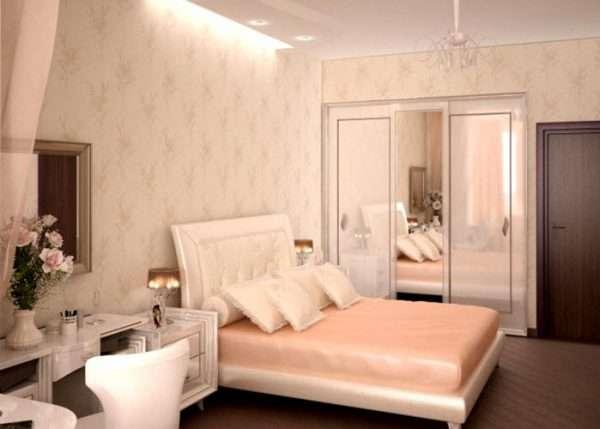 На стенах спальни 12 м - обои с небольшим рисунком