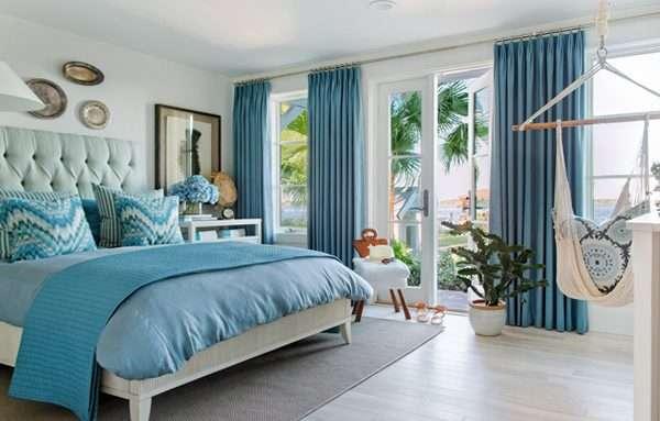Дизайн яркой спальни в голубых тонах