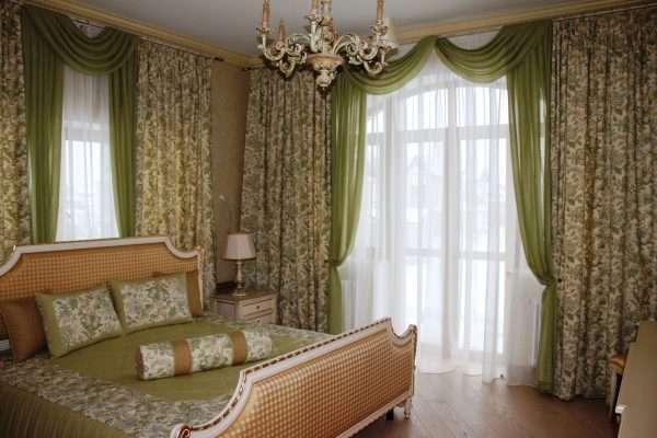 Дизайн штор и покрывала для спальни выполняют в едином стиле
