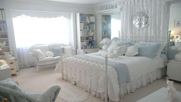 Светлая спальня в стиле прованс