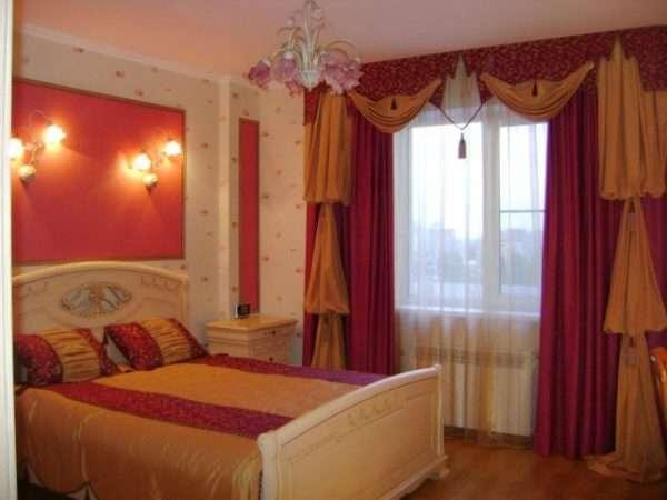 Яркие шторы и покрывало для спальни