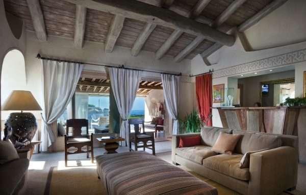 Дизайн спальни на мансарде в средиземноморском стиле