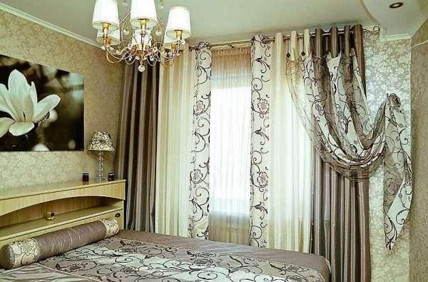 Светлые шторы в маленькую спальню