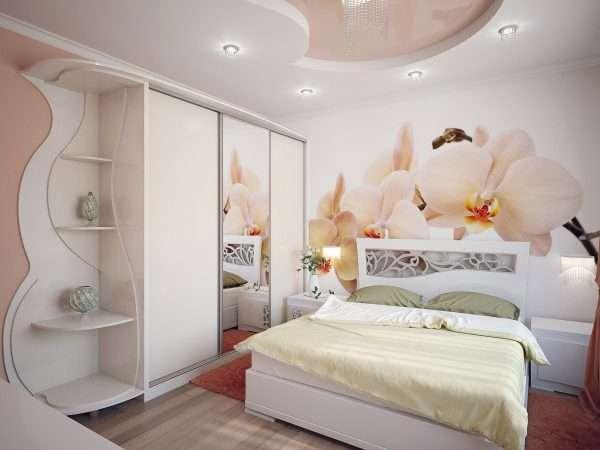 Дизайн спальни со шкафом купе.