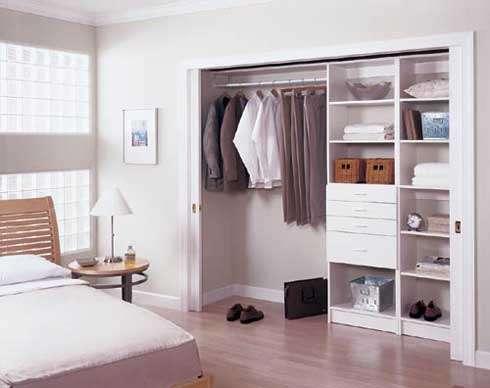 Внутреннее пространство шкафа купе в спальню