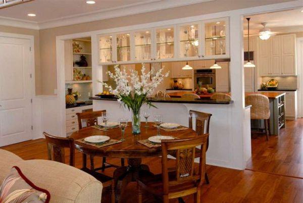 деревенский стиль на кухне гостиной в доме