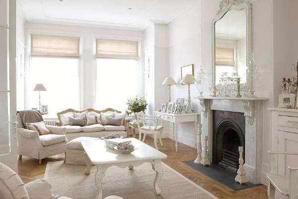 белая мебель в гостиной в стиле барокко