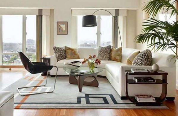 угловая белая мебель в гостиной