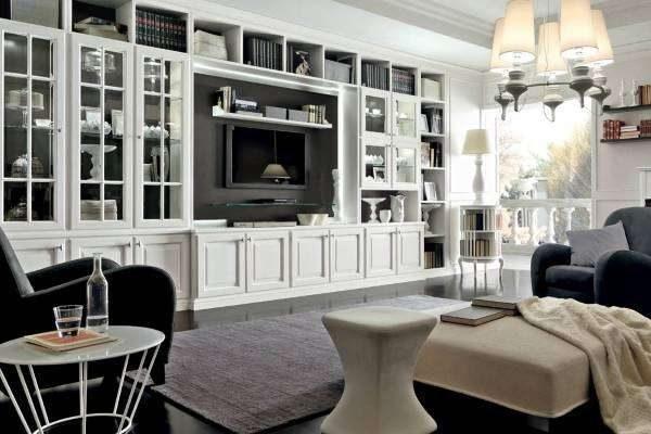 белая мебель в сочетании с серым цветом в гостиной