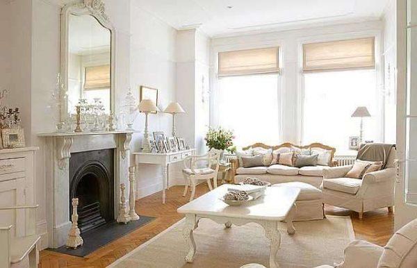 интерьер с белой мебелью в гостиной барокко