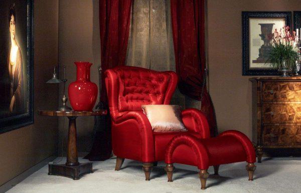 шторы бордового цвета в гостиной классика