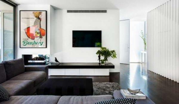 стильная картина в интерьере черно-белой гостиной