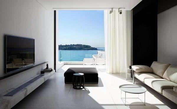 минималистический интерьер черно-белой гостиной