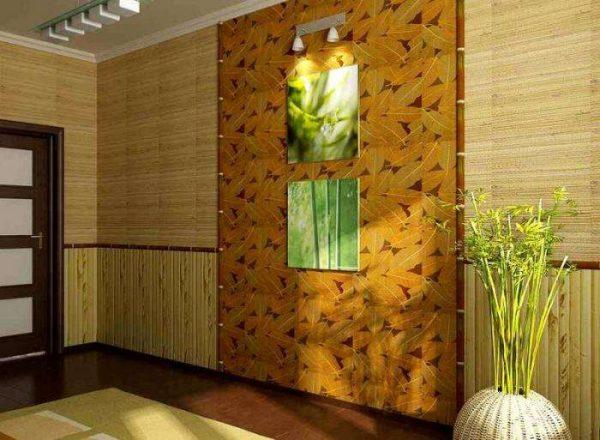отделка стены бамбуком в интерьере гостиной