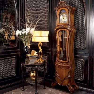 стильные часы в интерьере гостиной 17 кв. м в классическом стиле