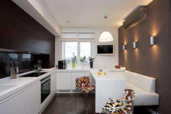 дизайн кухни гостиной 13 кв.м. с белой мебелью