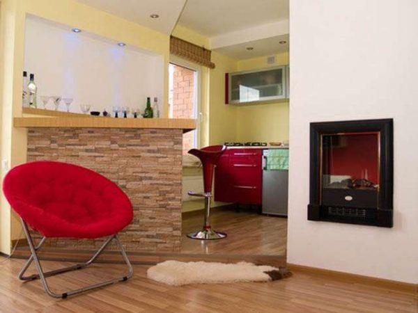 кресло красное в интерьере кухни гостиной 13 кв. м