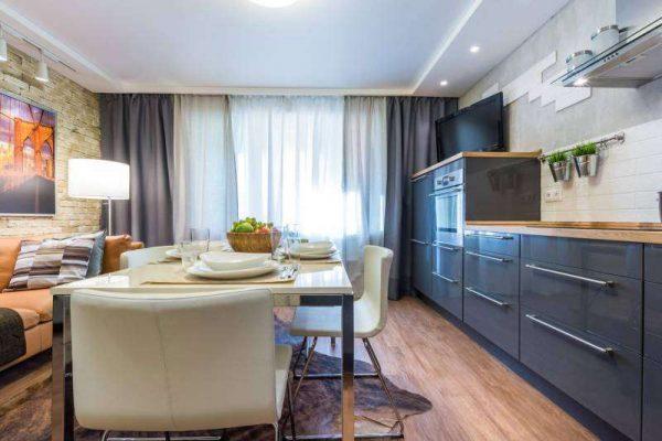 обеденный стол в интерьере кухни гостиной 17 кв. м