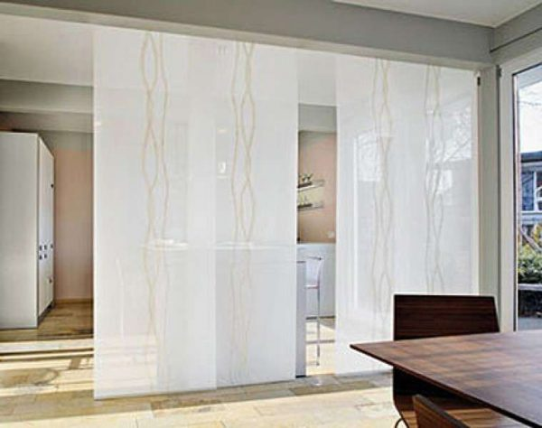 шторы перегородки в интерьере кухни гостиной