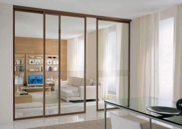 раздвижные двери в интерьере кухни гостиной